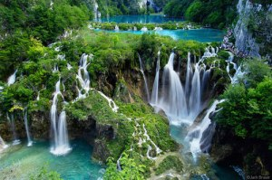 waterfall-in-jamaica-natural-beauties-of-the-caribbean